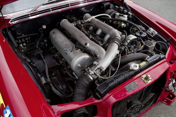 That's big and probably heavy... The 6.8L V8 in situ.
