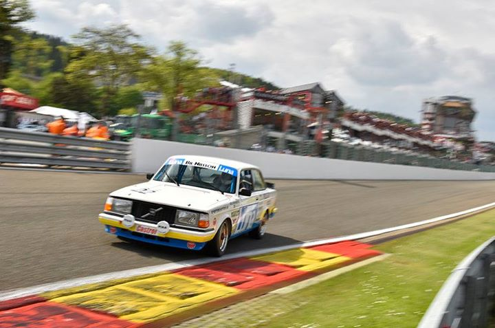 The original 1984 Luna Sportpromotion Volvo 240T Grp. A being raced in historics.