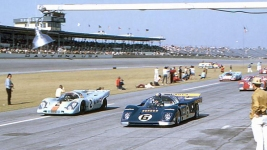 1971 Daytona 24 Hours, the Penske 512M heading out for the start.