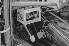 The special pedal box and you can also see here that everything is closer to inner side of the car, look at the tunnel..!