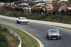 Early stage of the race with BMW leading the Ford.