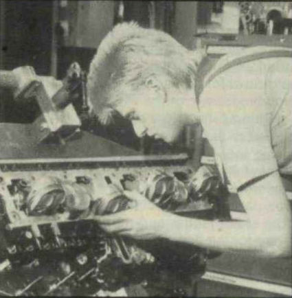 Mercedes M291 engine build-up.